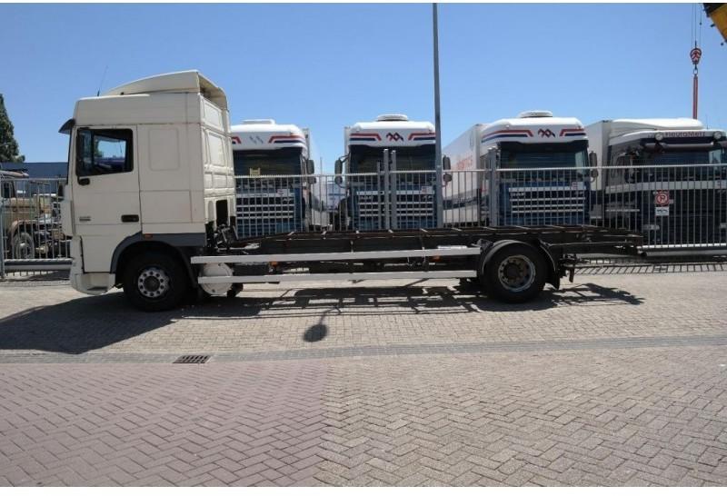 Container transporter/ swap body truck DAF XF 95 380 RENOVA