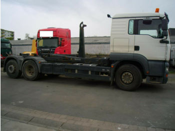 Hook lift truck MAN 26.430 Abrollkipper+Retarder+Reifen 80 %+Eur3